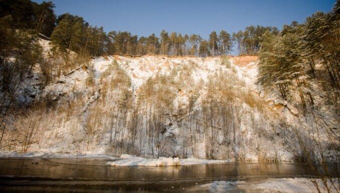 Krāšņie Viļņas upes krasti un dabas taka Pūčkoru atsegumos