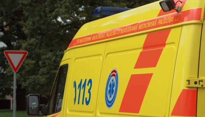 Рига: в автобусе 3-го маршрута при падении пострадала пассажирка, ищут свидетелей