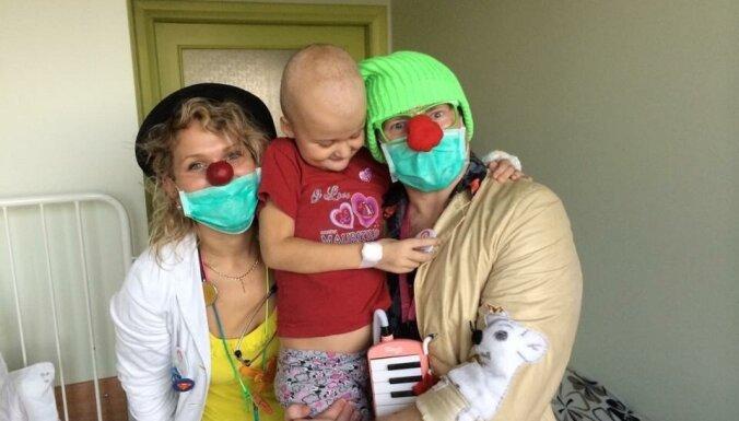 Pirms un pēc biedējošās leikēmijas. Megijas un viņas ģimenes lielā uzvara