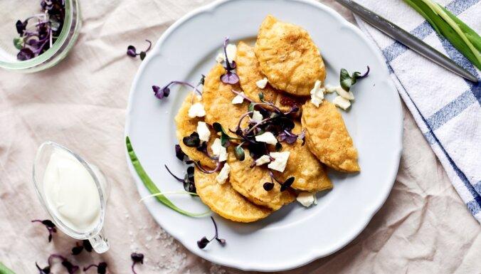 Pelmeņi ar kartupeļu, siera un saulē kaltētu tomātu pildījumu