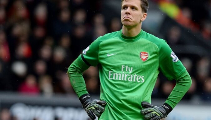 'Arsenal' vārtsargs Ščensnijs sodīts par smēķēšanu komandas dušās