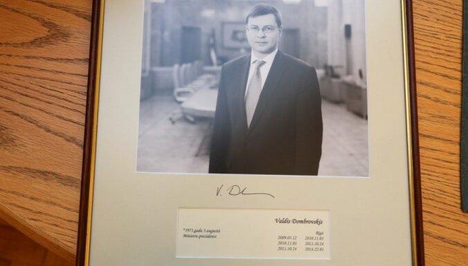 """ФОТО: правительство тепло простилось с """"лучшим премьером всех времен"""""""