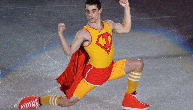 Foto: Supermens, kas nelido, bet slido