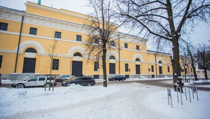 Foto: Atjaunota izstāžu zāles 'Arsenāls' fasāde