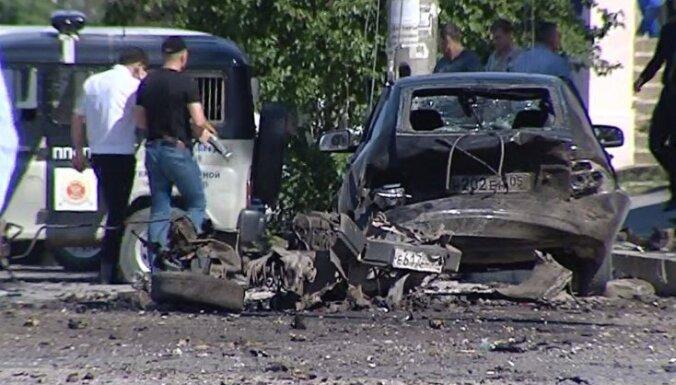 Mīnētu auto sprādzienos Dagestānā nogalināti astoņi cilvēki
