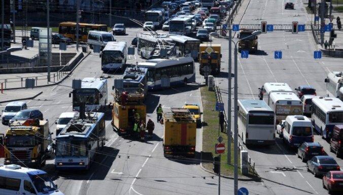 Aicina iedzīvotājus galvaspilsētā nebraukt ar privātajiem auto