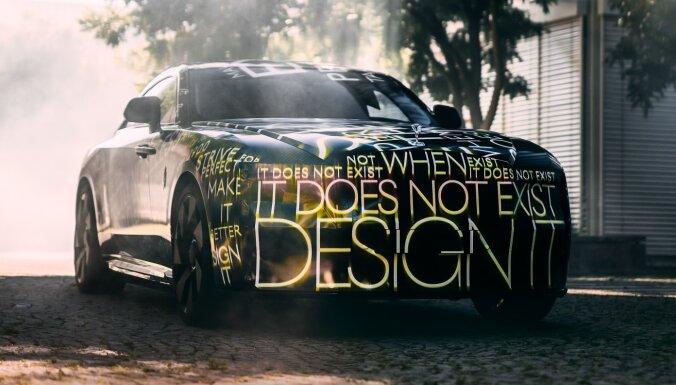 'Rolls-Royce' izziņojis savu pirmo sērijveida elektromobili 'Spectre'