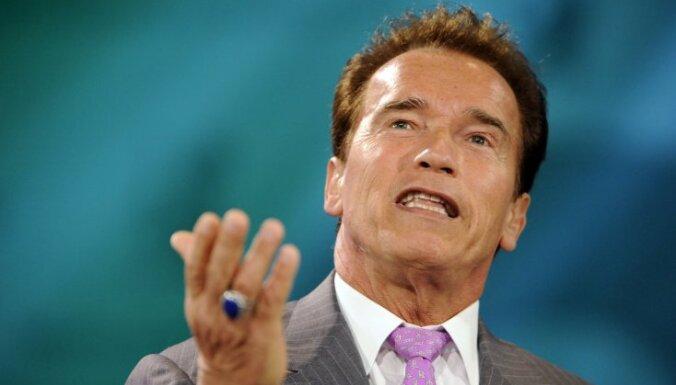 Arnolds Švarcenēgers šķīries, terminators