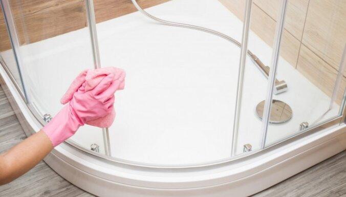 Duškabīņu ABC: no tīrīšanas knifiņiem līdz lietām, ko tajās neuzglabāt