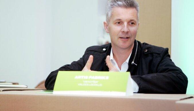 Saeimas deputāts Artis Pabriks piedalās politisko partiju apvienības ''Vienotība'' atklātajā valdes sēdē jaunajās biroja telpās.