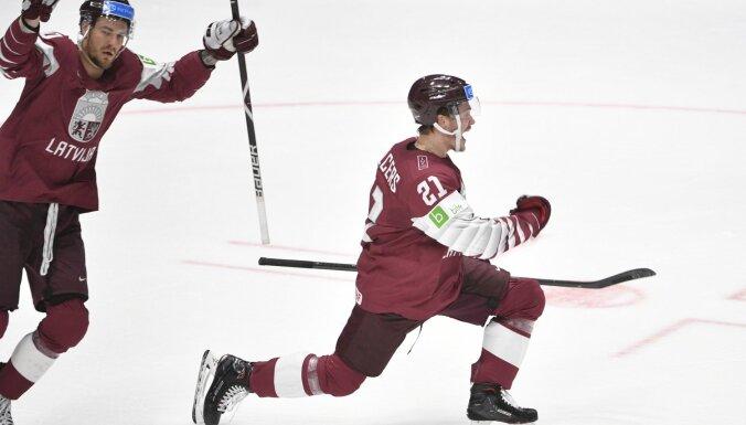 Latvijas izlase trešo gadu pēc kārtas PČ sāk ar uzvaru