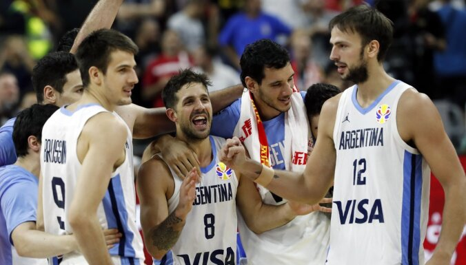 Argentīnas basketbolisti pieveic favorīti Serbiju un sasniedz Pasaules kausa pusfinālu