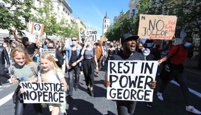 В США митингуют и стреляют. Мэры просят Трампа убрать вооруженных федералов