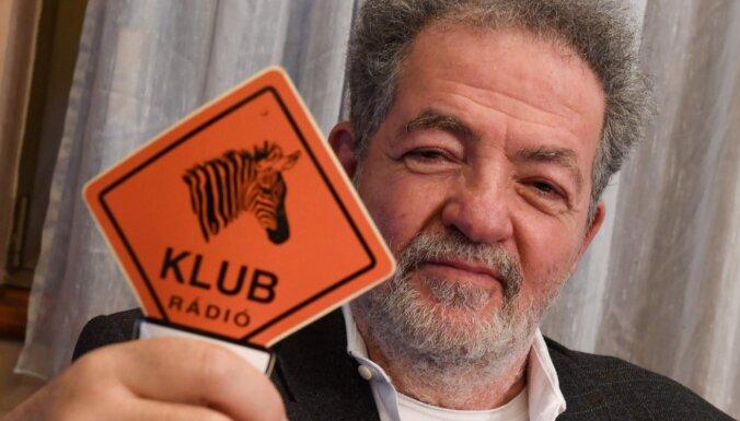 EK brīdina Ungāriju par neatkarīgās radiostacijas 'Klubradio' slēgšanu