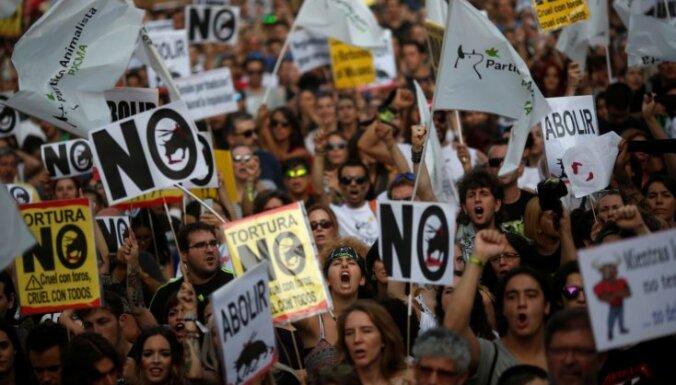 Madridē tūkstošiem cilvēku protestē pret vēršu cīņām
