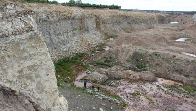 Pārsteidzošā Lietuva: pārgājiens Marsa kanjoniem līdzīgajos karjeros Akmenē
