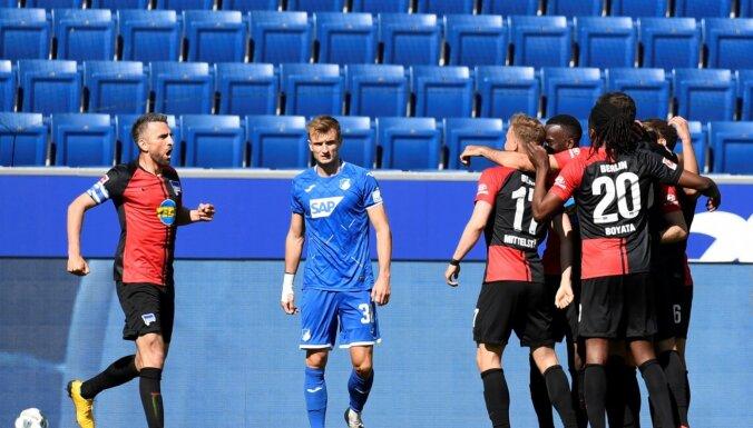 Berlīnes 'Hertha' spēlētājus nesodīs par apskaušanos un skūpstīšanos pēc sestdienas uzvaras