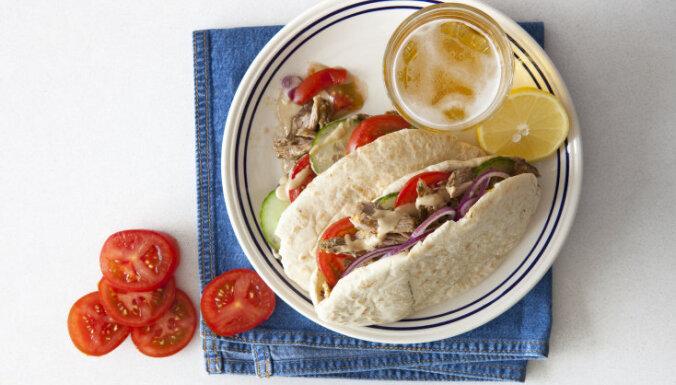 Вкуснейший куриный кебаб с чесночно-огуречным соусом