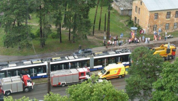 Tramvajs Rīgā sabraucis sievieti (plkst.17:59)