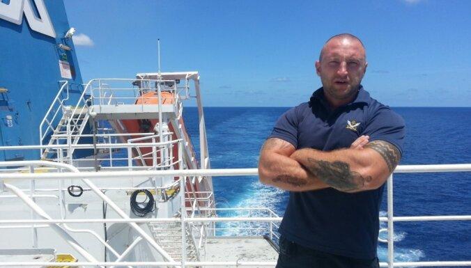 """Латыш, который охранял корабли от пиратов у берегов Африки: """"Бывает, что с ходу стреляют"""""""