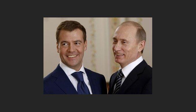 Medvedevs gadu amatā; Krievijā netic viņa ietekmei
