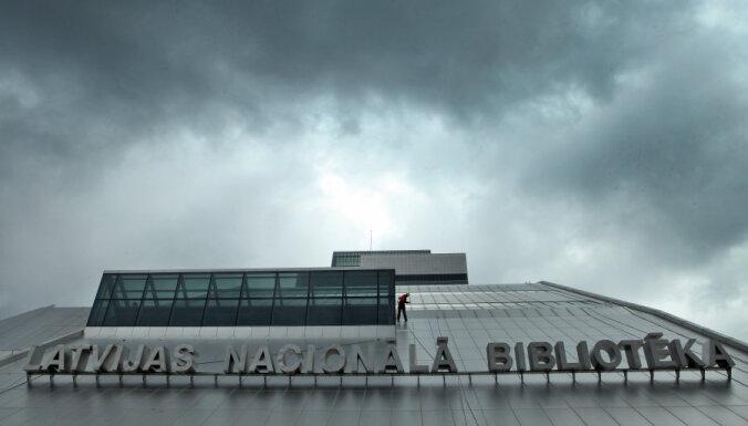 Nacionālajā bibliotēkā atklās Imanta Lancmaņa un Aigara Bikšes darbu ekspozīciju