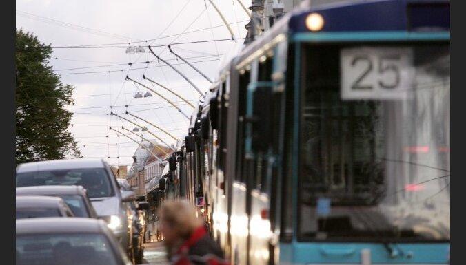 RS предлагает повысить плату за проезд до 50 сантимов