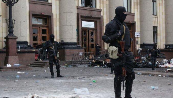 В Харькове свалили памятник Ленину