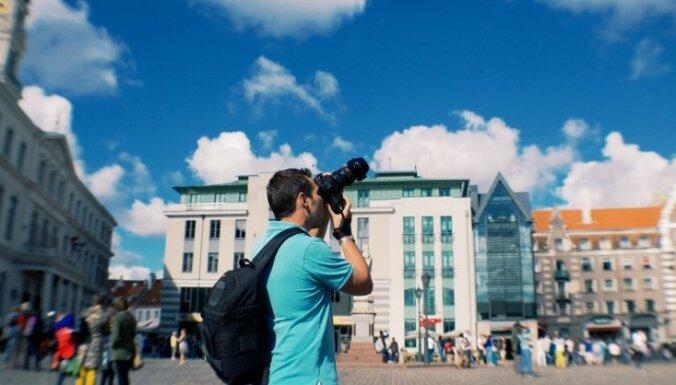 Число иностранных туристов в Латвии выросло, больше всего гостей - из России