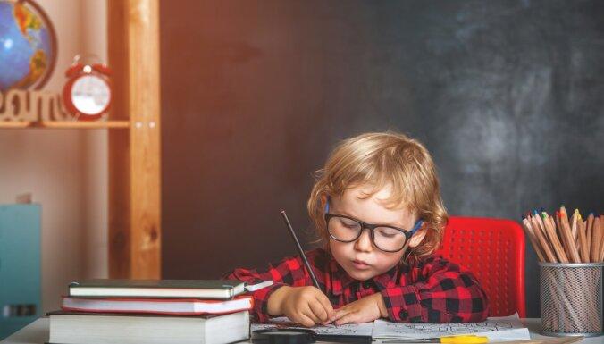 Tests: Vai vari pārspēt zināšanās pirmklasnieku un absolvēt vidusskolu?