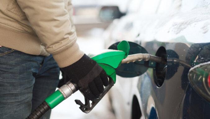 Banku analītiķi novembrī Latvijā prognozē deflāciju 0,1-0,3% apmērā; ietekmē degvielas cenas