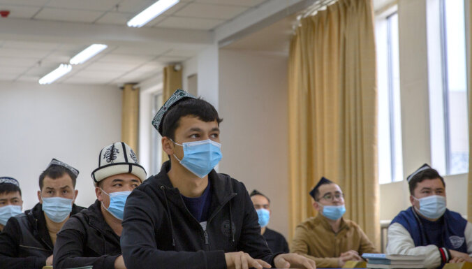 Ķīnas Siņdzjanā strauji samazinās dzimstība uiguru vidū