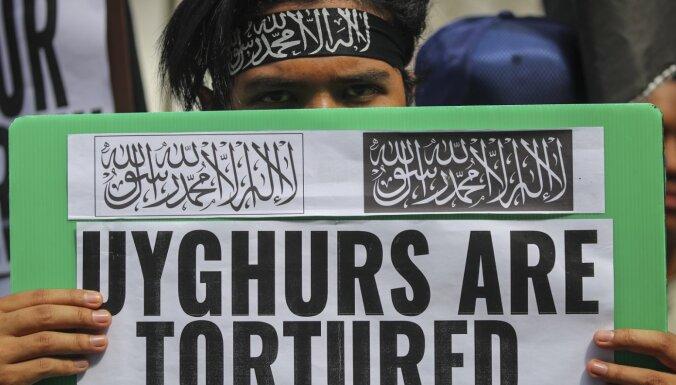 Ķīna uiguriem uzspiež dzimstības kontroli, atklāts pētījumā
