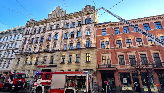 Miris devītais hosteļa ugunsgrēkā cietušais, trīs bojāgājušie neatpazīti