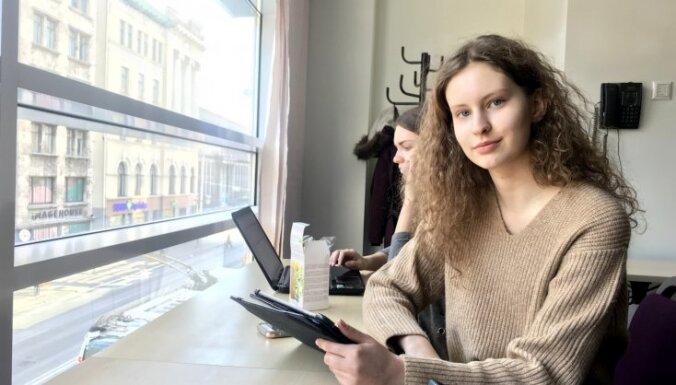 Profesijas aizkulises: viena diena modeles dzīvē Rīgas modes nedēļas laikā