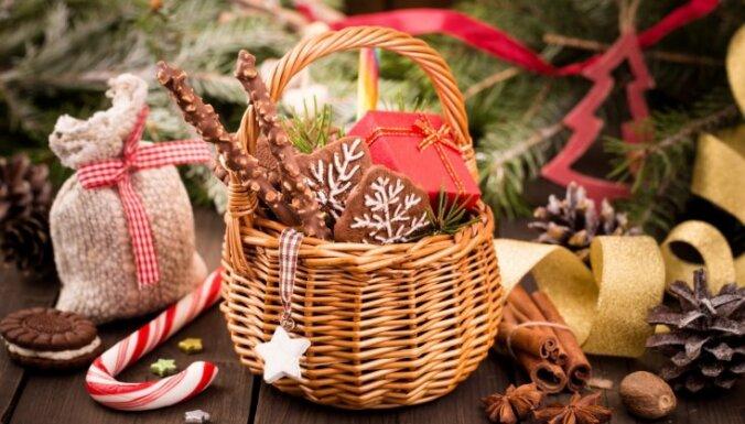Idejas ciemakukuļu kārumiem, ja Pirmajos Ziemassvētkos jādodas viesos