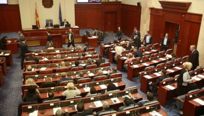 Maķedonijas parlaments pieņem likumu par augstāka statusa piešķiršanu albāņu valodai