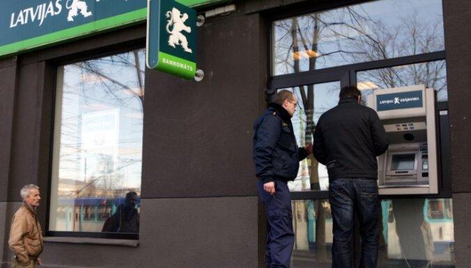 Банкоматы Krājbanka не заработали в обещанный срок