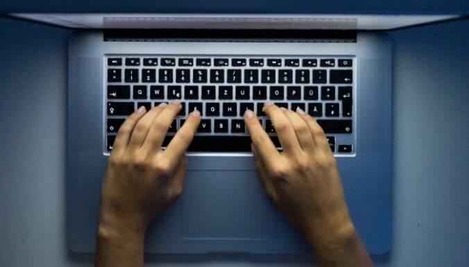 Sieviešu banda pēc erotiskas sarakstes internetā mēģina izspiest naudu