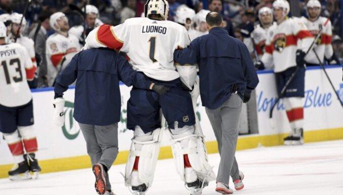 Vairāki NHL klubi sezonas sākumā traumu dēļ pazaudējuši vārtsargus