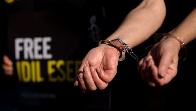 Из Великобритании военным самолетом в Литву доставлены 12 подозреваемых и осужденных
