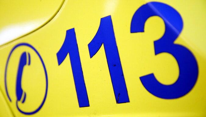 В Даугавпилсском крае автомобиль насмерть сбил пешехода