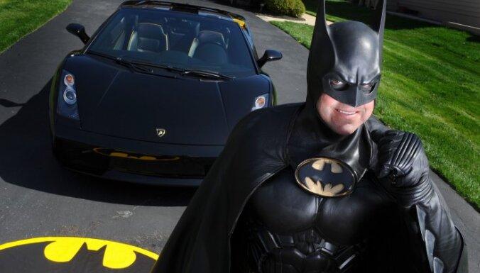 """В автокатастрофе погиб известный американский """"Бэтмен"""""""