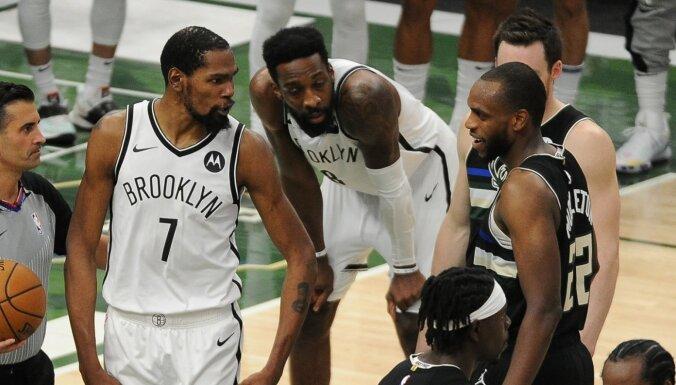Mildtonam rezultatīvākā 'play-off' spēle; 'Bucks' panāk septīto spēli pret 'Nets'