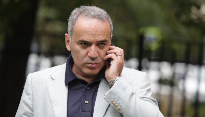 Каспарова обвинили в попытке подкупа