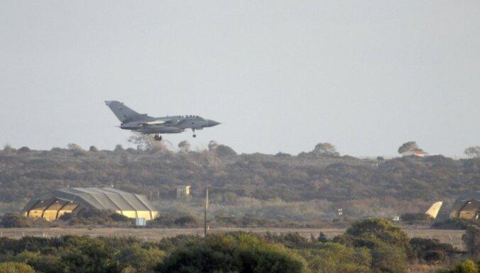 No britu 'Tornado' lidmašīnas Kiprā izkrīt raķetes