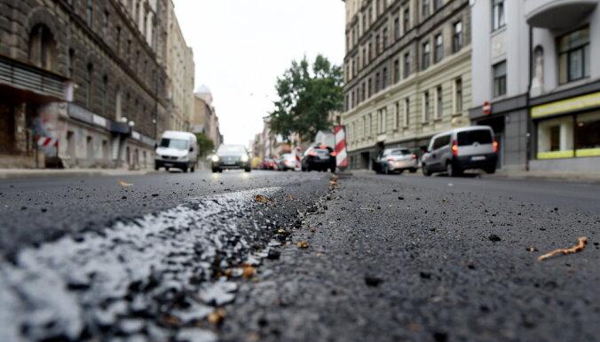Rīgā izbūvēto ielu kvalitāti pārbaudīs 'Ceļu eksperts'