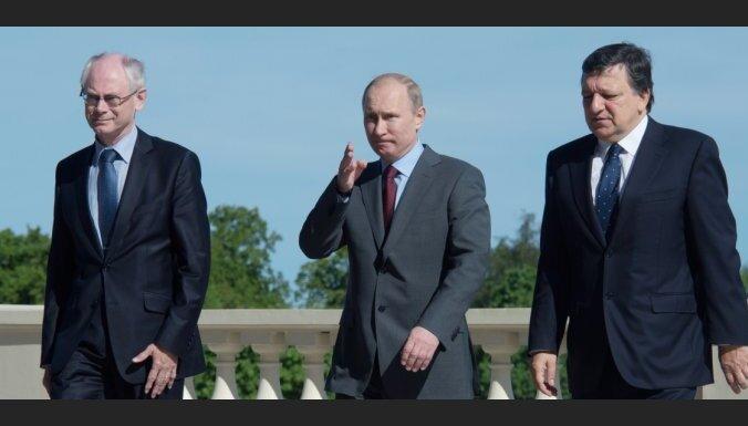 Путин настаивает на отмене виз с ЕС и шутит про нары