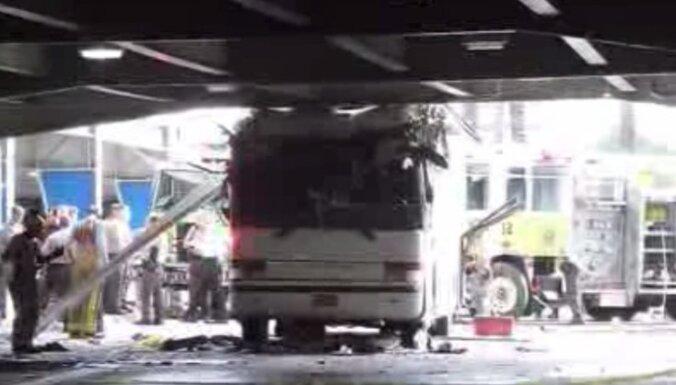 Двухэтажный автобус врезался в эстакаду в Майями: более 30 пострадавших (видео, фото)