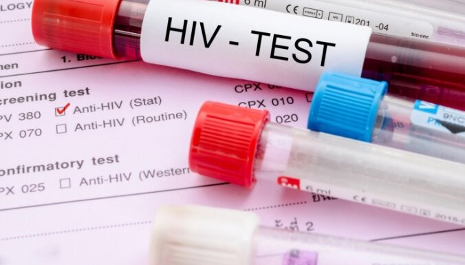 """8 мифов о ВИЧ/СПИДе: оральный секс, комары и """"очищение девственницей"""""""